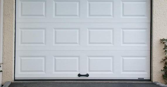 Installation de portes de garage cannes mandelieu la for Installation motorisation porte de garage basculante
